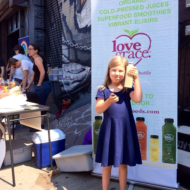 Cheers to the weekend!  this adorable juicer can't get enough at the @veganshopup today!!