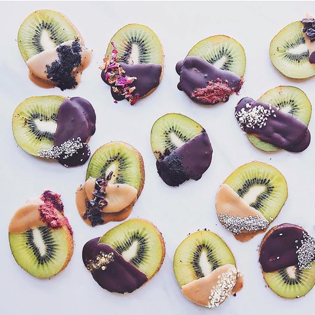 Talk about summer treat goals  dontcha love when something simple can be transformed with just a lil dust of magic?!  these choco dipped kiwi bites have def made it into our plans for the weekend! 🥝 @marcritz •• #eatclean #snacks #plantlover #holisticnutrition #foodieflatlays #thrivemags #justvegan #fitfoods #fruitlover  #ahealthynut #wellness #EEEEEATS #healthyfood #plantbased #bestofvegan #healthyeats #vegancommunity #nourishingfood #glutenfree #beautifulhealth #veganchocolate #feedfeed #gloobyfood  #veganfoodshare #breakfastlover #eatwell #chooseorganic  @food_glooby #foodie_features #yahoofood @thefeedfeed @foodie_features @foodieflatlays #eatcolorful