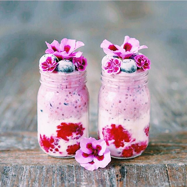 Can we just fast forward to breakfast?! 🤗 sometimes it just takes a flower smoothie, an extra few minutes in bed or a juicy yoga class to brighten up the  week  we're loving this sweet little chia smoothie pot from @breakfastwithflowers and totally dreaming of waking up to it  what does self love look like to you?